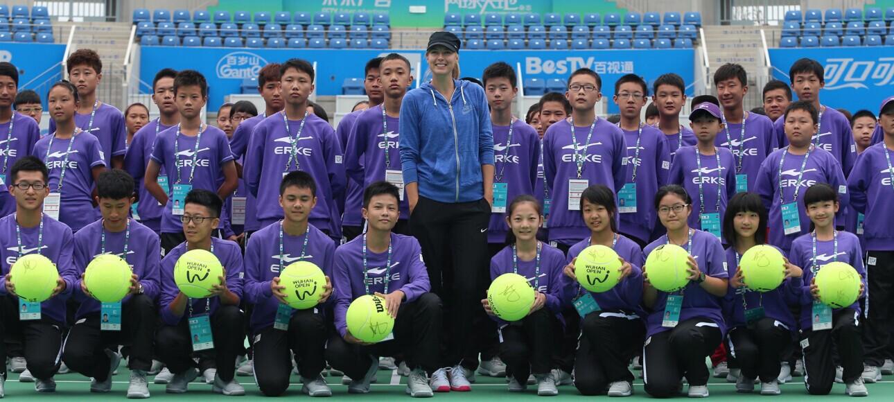莎拉波娃与武网球童互动